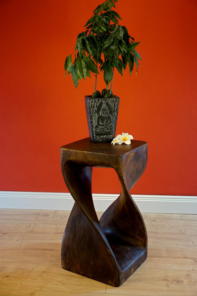 Holz beistelltisch twist dunkel for Beistelltisch c form